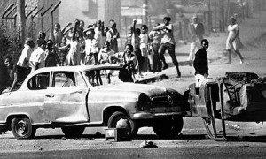 Barrikaden während des Aufstands in Soweto