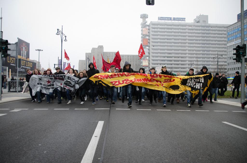 Bundesweiter Bildungsstreik 2011 – Über 30.000 Jugendliche demonstrieren für bessere Bildung in über 40 Städten
