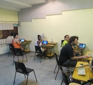 Bei der Einrichtung eines neuen Computerraumes - zu dem wir Sachspenden aufgebracht haben