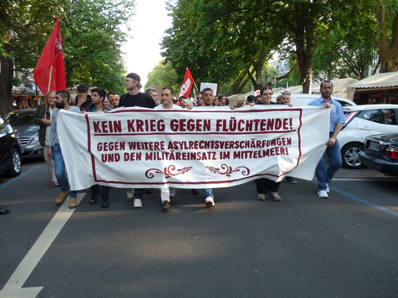 """""""Kein Krieg gegen Flüchtende!"""""""