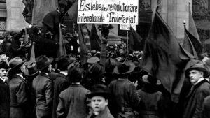 Interview: Die Novemberrevolution und ihre Auswirkungen auf Betriebe und Schulen (POSITION #4/18)