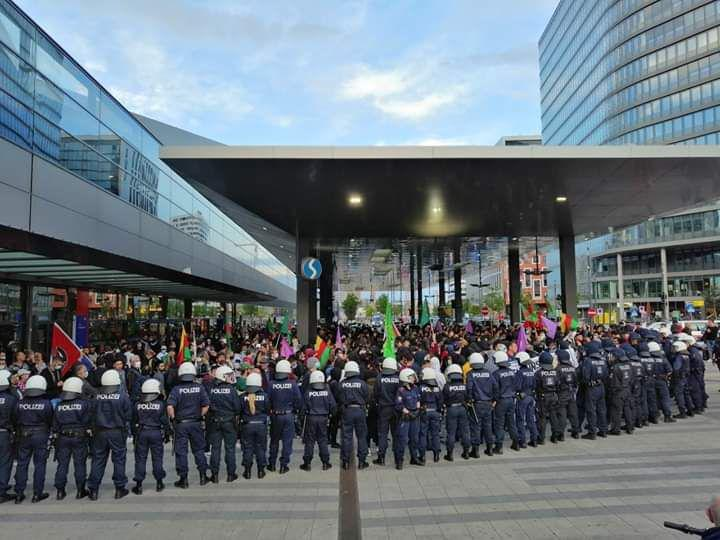 Solidarität mit den GenossInnen in Österreich!